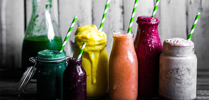 Les smoothies sont une boisson à base de yogourt nature, peut être avec ou sans sucre et fruits frais. Par certaines occasions, le lait est ajouté à la préparation liquide reste plus.