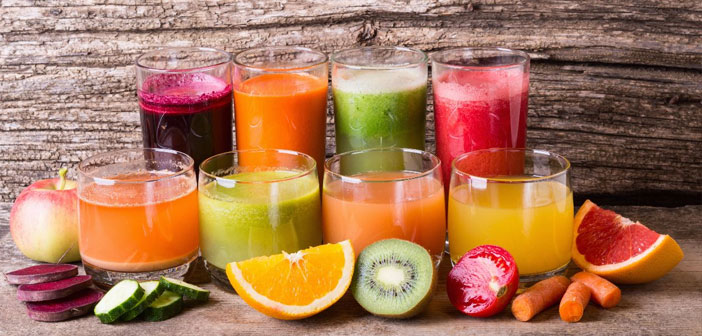 Hay una infinidad de propuestas, desde zumos de frutas con adición de azúcar hasta zumos detox a base de vegetales y hortalizas. Entre sus recetas, no faltan las fresas, la piña, el melón, la naranja, el limón, etc.