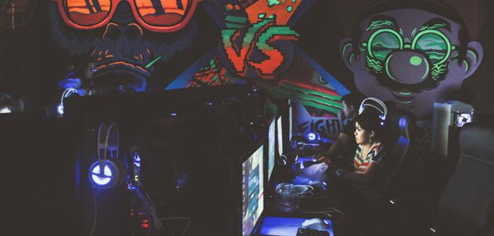 Dans cet espace, les clients peuvent profiter de la compagnie des dernières versions dans les jeux vidéo comme : DOTA, arc en ciel 6 et ainsi de suite. De plus pour les classiques est une zone de jeux d'arcade classiques comme les machines que les deux ont bénéficié.