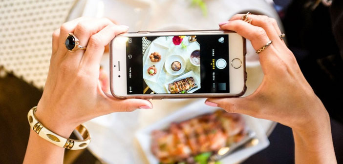 It is increasingly common to see customers asking nearby tables at the windows thinking about the quality of your photographs. A lack of SLR, smartphones today incorporate really bright lenses that help in the task.