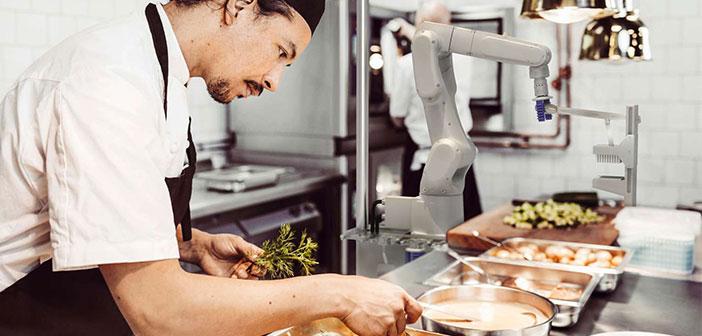Flippy Les Hamburgers De Cuisson Du Robot Obtient Son Premier