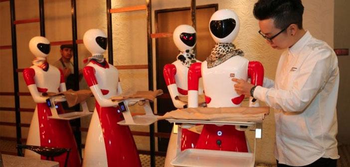 Ya de por sí popular, el restaurante Nam Heong de Ipoh Soho ha provocado que los curiosos se arremolinen en sus puertas como falenas atraídas por una bombilla. Además de la mejora en el servicio, la Lui Sung Pong o Banda de Diosas (como se ha convenido en llamar a esta flota robótica) ha sido un reclamo irresistible para una población que prácticamente venera los robots.