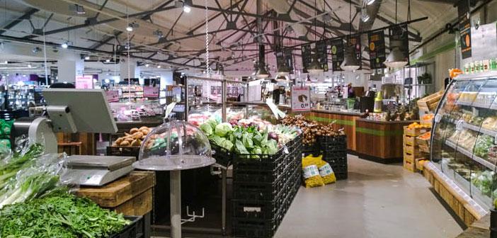 Dans cette ligne, le marché néerlandais Ekoplaza prévoit d'étendre ses couloirs de ligne « pas en plastique » à 74 leurs boutiques. Dans ce couloir, il y a presque 700 produits, de toutes sortes de légumes et de fruits aux produits laitiers, chocolats et de la viande. Une offre d'acheter le naturel, l'originalité, agent de conservation, colorants, des arômes synthétiques ou artificielles et les odeurs.