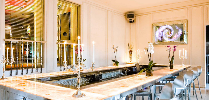 Conversely, in areas of great wealth, exclusive meals offer higher margins allowing the restaurateur to focus not only on purely gastronomic aspects but also to promote the popularity of the local. Ramses is the case of Life, located in the Puerta de Alcalá (Madrid), where, with their menus 200 € per person, only select guests are cared for without impacting on business benefits.