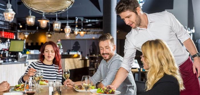 Il est plus intelligent l'impact sur la loyauté et offre un service exceptionnel en appliquant des innovations technologiques pour couper les restaurants.