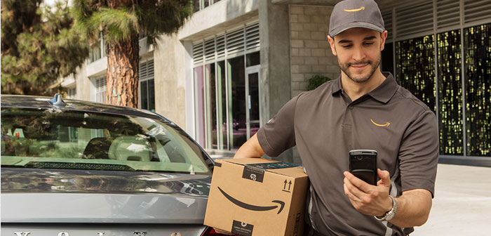Surgido de una nueva colaboración entre el gigante de las ventas digitales y los fabricantes automovilísticos General Motors y Volvo, el innovador servicio de Amazon pretende entregar paquetería directamente en el maletero de los vehículos.