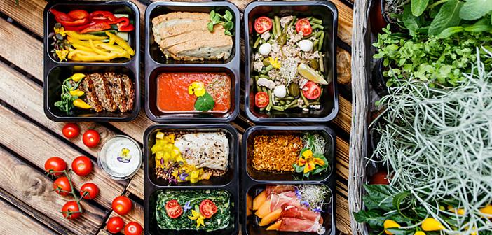 Así pues, en EE.UU., el volumen de negocio que mueven los pedidos de comida a domicilio comienza a superar paulatinamente al que se asocia a la presencia física de comensales en los locales para disfrutar de una comida o una velada en la mesa del restaurante.