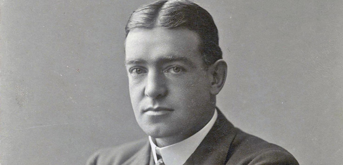 Experience British explorer Ernest Shackleton as an expedition leader in Antarctica 1914, It is one of the most interesting as an example of leadership based on optimism survival in extreme situations.