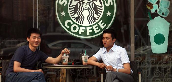La compañía no solo apuesta por la tecnología más puntera. Además de la IA, los macrodatos y las analíticas, Starbucks está explorando las posibilidades de expansión en China e India, donde su aceptación es aún subóptima. Se trata de dos grandes mercados con poblaciones muy concentradas en las ciudades por lo que un bajo número de establecimientos, o lo que es lo mismo, con una inversión muy baja,