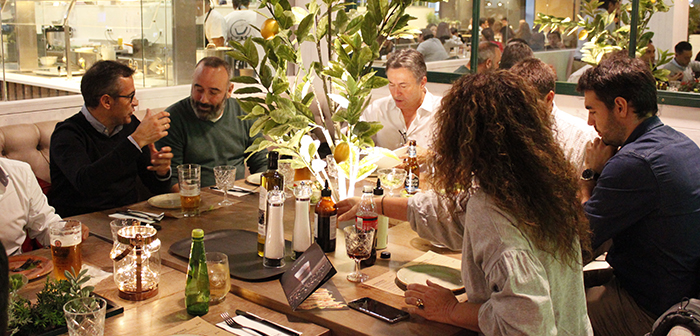 Javier hand Floristán, Group manager, attendees learned this new concept, the mission and vision of the, the reasons which led to the Aragonese group create this new type of restaurant and, as, the growth plans of the same.