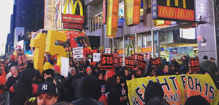 Thus, although groups like Fight for 15$, mainly composed of workers associated with fast food outlets where tips are just and gala wage is really low, support the initiative.