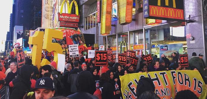 Pour lui, bien que des groupes tels que la lutte pour 15$, principalement composé de travailleurs associés aux points de vente de restauration rapide où des conseils sont justes et le salaire de gala est très faible, soutenir l'initiative.