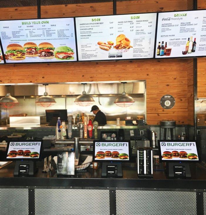 El nuevo kiosco de autopedido acelera cada comanda evitando que un gran número de usuarios tengan que navegar por todo el menú para elegir los artículos que desean recibir en su bandeja.