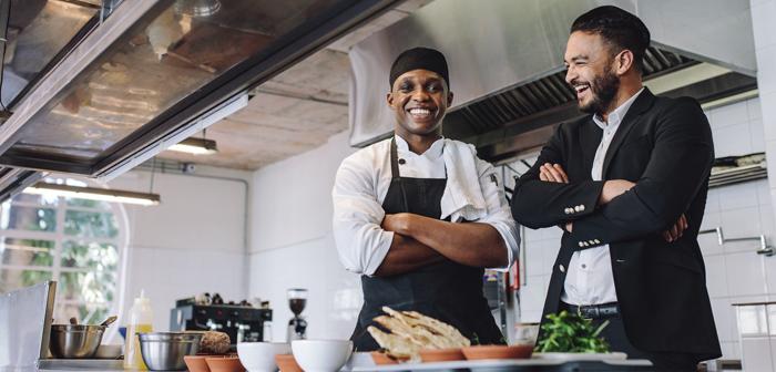 Tener una actitud positiva y buen humor favorecen el buen funcionamiento de los restaurantes y una buena relación con los clientes.