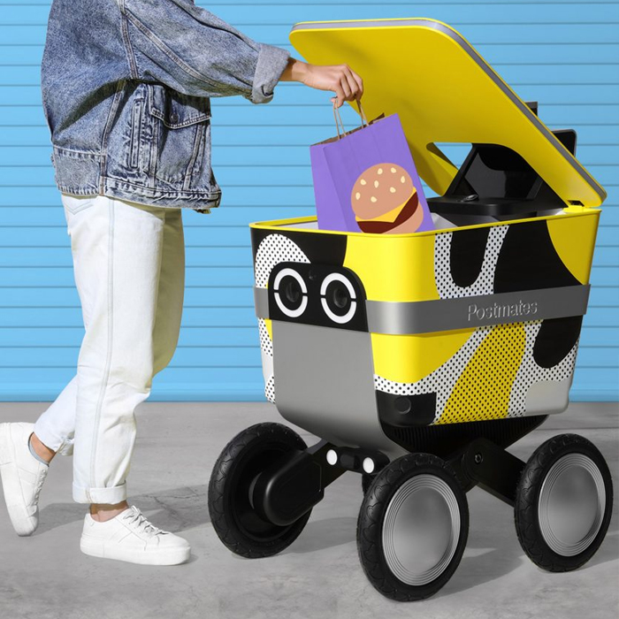 The machine does not obstruct the passage of pedestrians as, like other models available already on the market, the controller has the capacity to identify obstacles in its path and avoid them in time.
