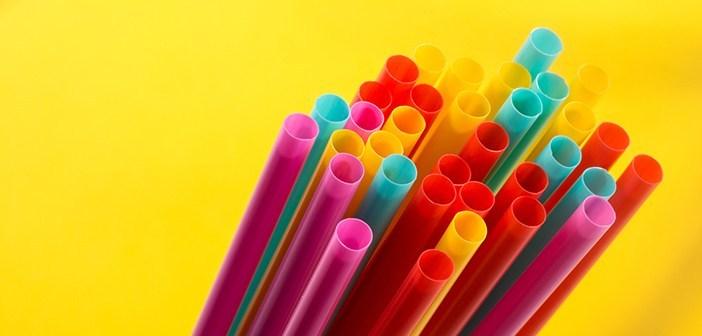 El activismo antipajitas gana terreno en Nueva York al anunciarse la posible prohibición de las desechables Nueva York declara la guerra a las pajitas de plástico desechables