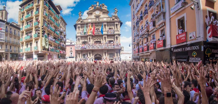 He 6 July is the big day, but before and after this date there is always a plethora of festivities surrounding the confinements. Should take full advantage of each of these days with special offers oriented atmosphere that permeates throughout Spain during the sanfermines.