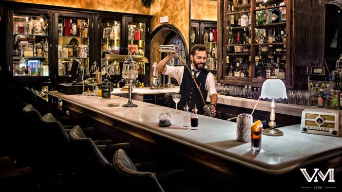 "Viva Madrid is a traditional tavern and evolved castiza Coctelería, newly renovated by the famous decorator Lázaro Rosa-Violate. Go to this emblematic to taste and enjoy a Vermouth ""well placed"", I'm sure you will not disappoint."