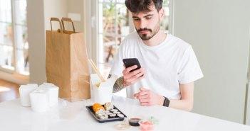 Más del 70% de clientes con incidencias en el servicio de comida a domicilio culpan tanto al transporte como al restaurante