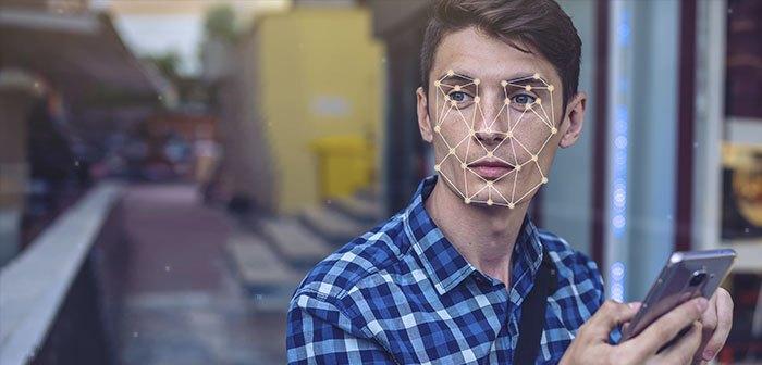 reconocimiento facial de BurgerFi Los nuevos kioscos de autopedido con reconocimiento facial ofrecen recomendaciones personalizadas a los clientes recurrentes