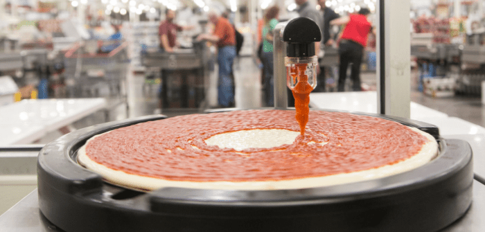 Chain food stores intrudes in the field of restoration using food processors. These are responsible for preparing the pizzas that sell at bargain prices with unusual success.