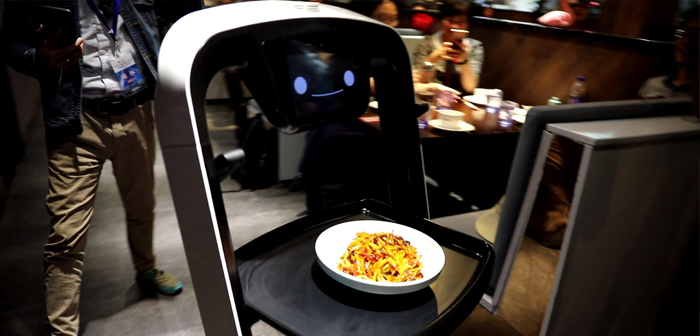 When the dish is ready to serve comes the turn of the fleet of robots camaraderie, They are using a virtual mapping of the establishment known by the acronym SLAM to get the right table.