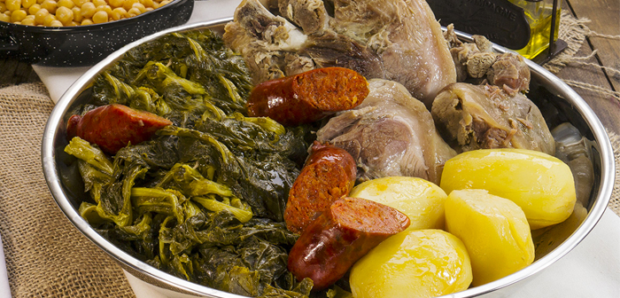 Is the case of grelos in Galicia, a local cruciferous derived from rapeseed and its characteristic bitterness used as casserole recipes cooked lalinés, pork with turnip tops the Galician broth.