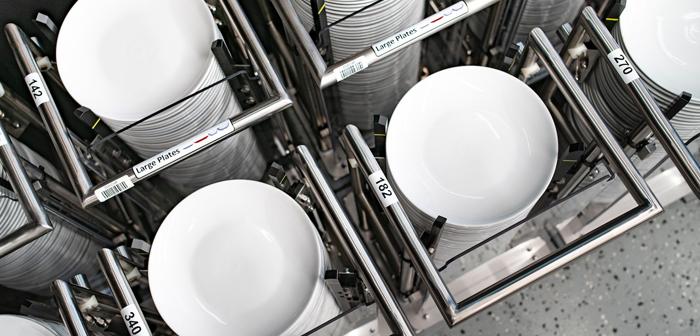 Ofrece un servicio de recogida en establecimiento de la vajilla, y cuenta en sus instalaciones con suficientes lavavajillas como para limpiar 10 000 piezas al día.