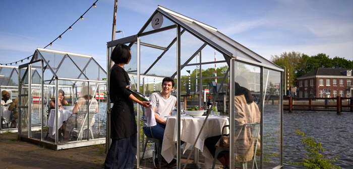 Personal greenhouses, the latest invention of an Amsterdam restaurant to ensure the safety of its customers