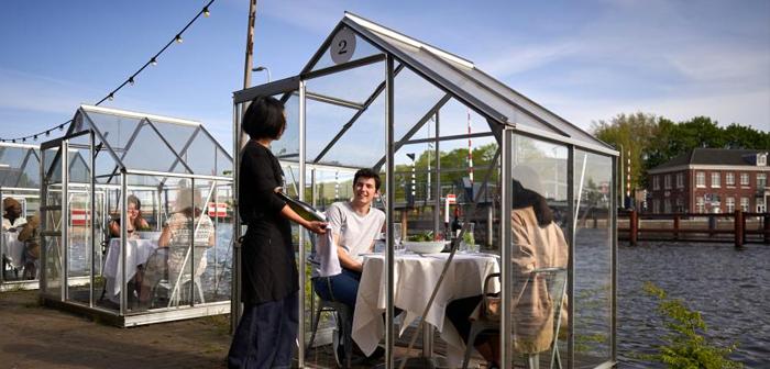 Serres personnelles, la dernière invention d'un restaurant d'Amsterdam pour assurer la sécurité de ses clients