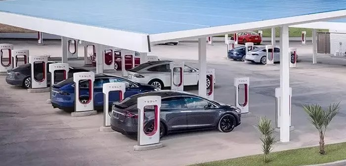 In the future, food stores, roadside restaurants and shows could come together at the same point: tesla superchargers.