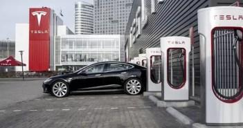 Tesla planea instalar restaurantes y autocines en sus estaciones de supercargadores
