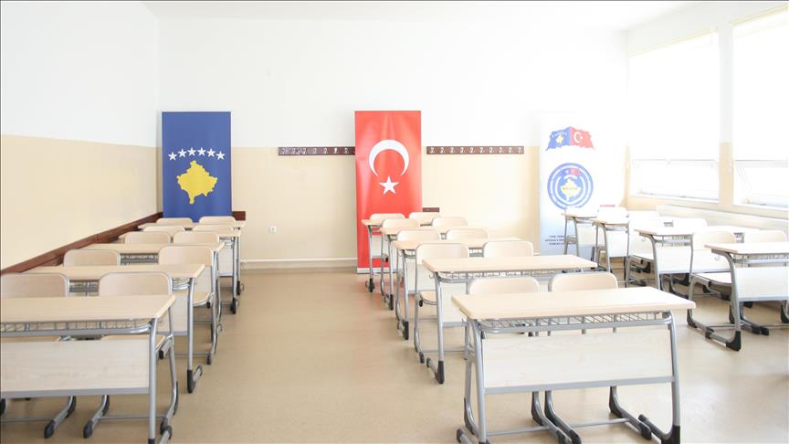 Türk askerinden Kosova'da eğitime destek