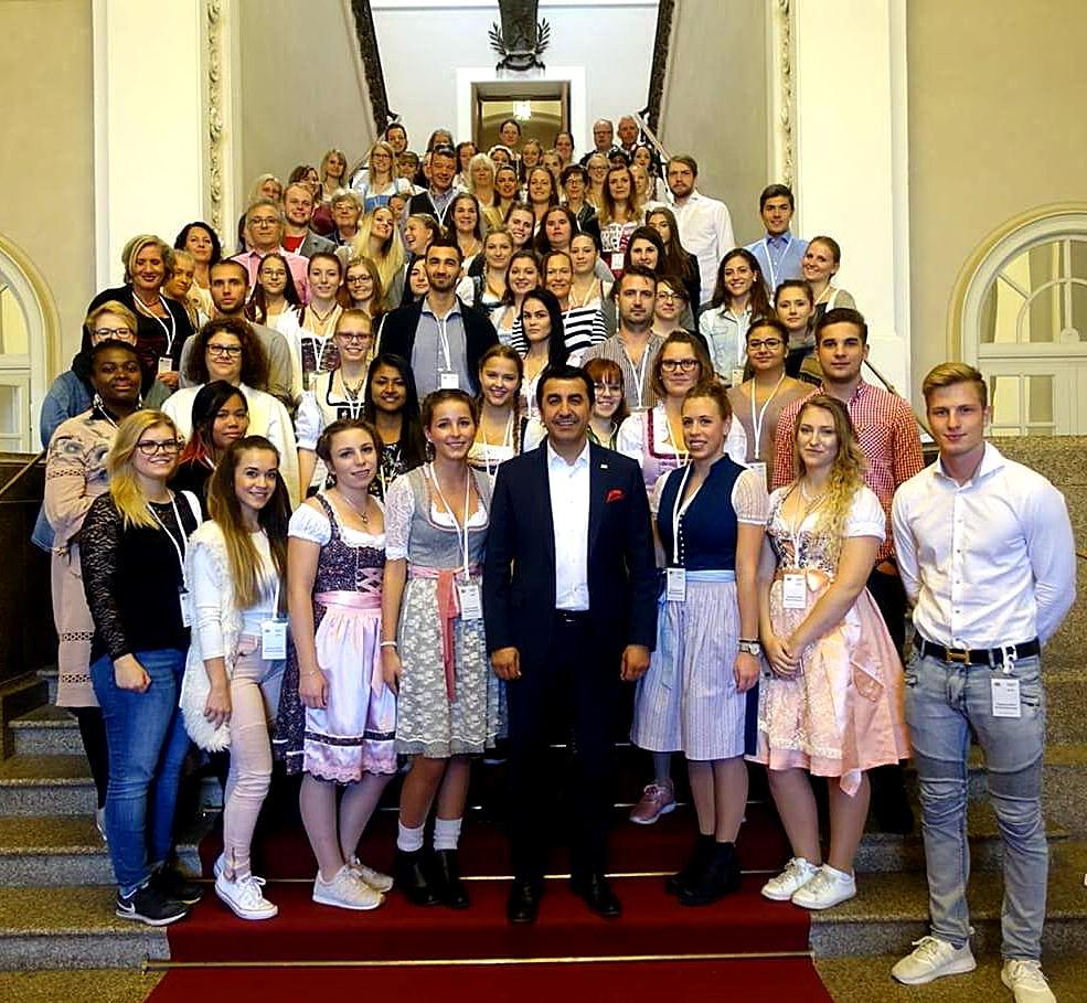 Bavyera Milletvekili Arif Taşdelen'i 100 genç ziyaret etti
