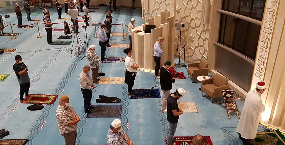 DİTİB'de ramazanın ilk teravih namazı eda edildi