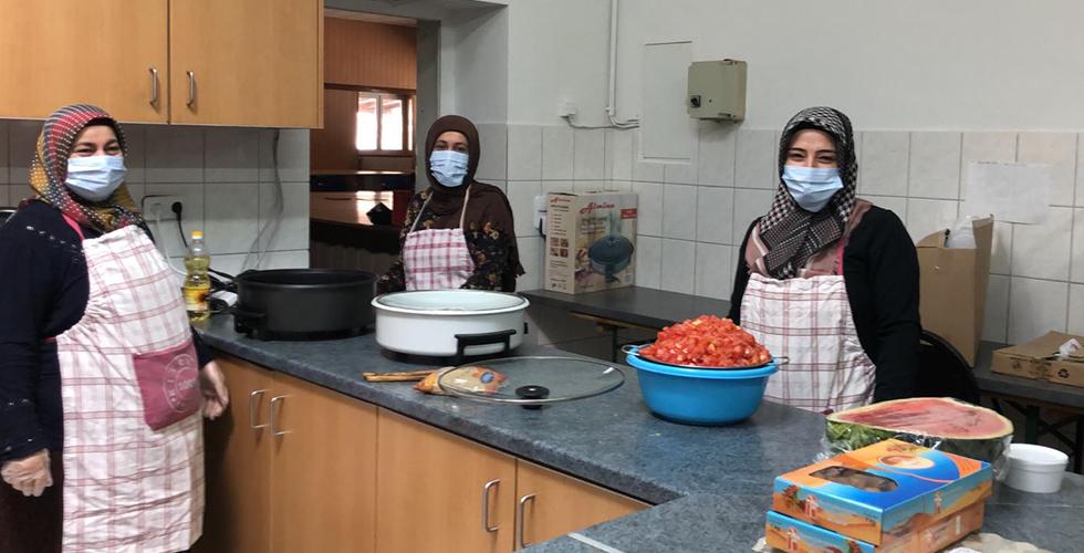 Camiden ihtiyaç sahiplerine yemek yardımı kampanyası