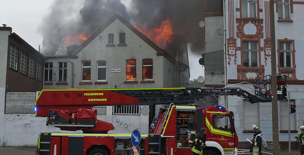 Yangında alevler metrelerce yükseğe çıktı