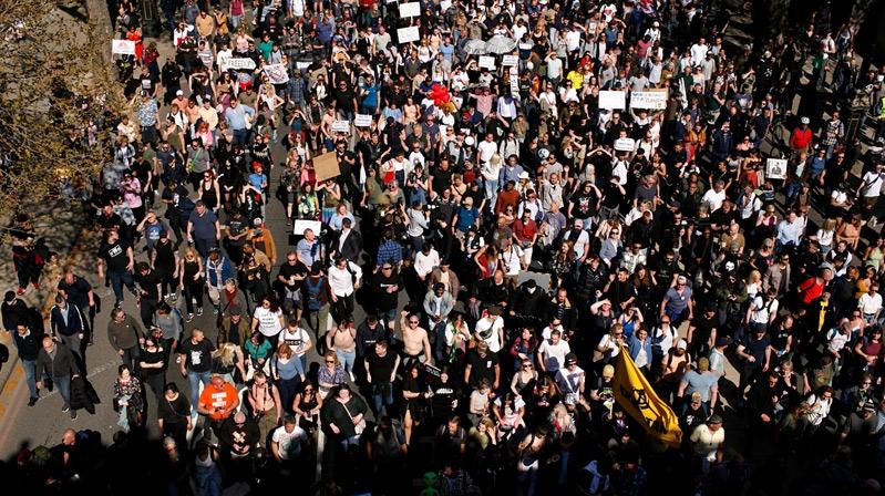 Londra'da aşı karşıtları yürüyüş düzenledi