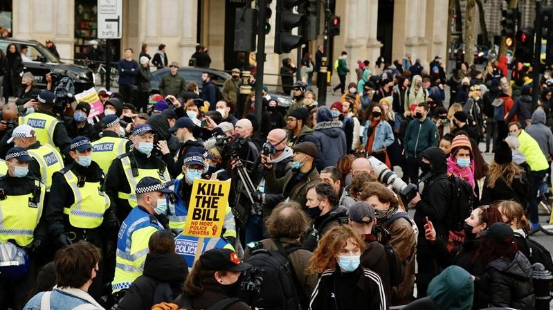 İngiltere'de polise verilen yeni yetkiler protesto edildi