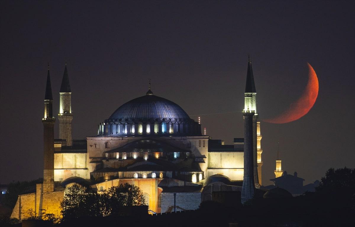 İstanbul'da hilal
