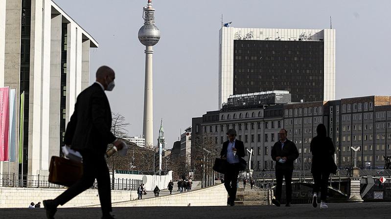 Almanya Kovid-19 tedbirlerini gevşetme kararı aldı