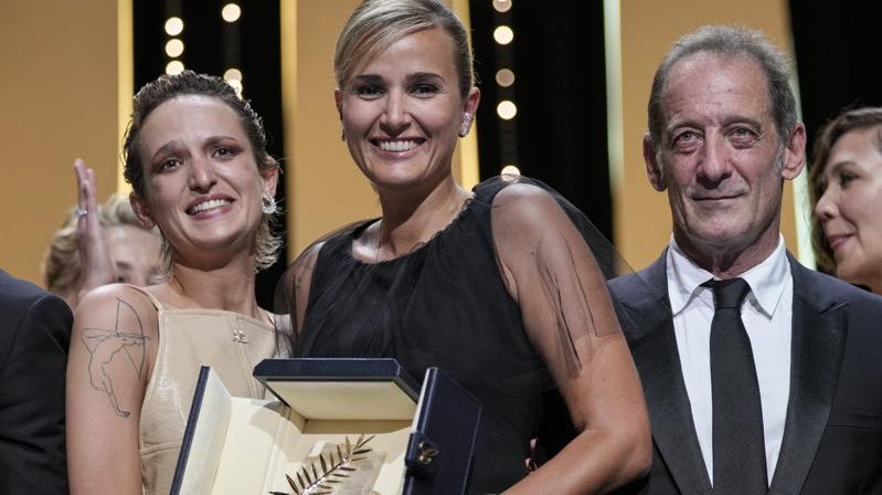"""Altın Palmiye ödülü """"Titane"""" filmine verildi"""