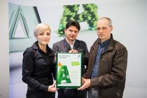 v.l.n.r. A1 Shop-Managerin Ranka Gringinger, Pikko-bello Handels GmbH Geschäftsführer Andreas Taxacher, Vöcklabruck`s Umwelt-Stadtrat Stefan Hindinger