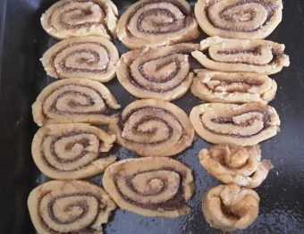 Nerdy Nummies Cinnamon Rolls