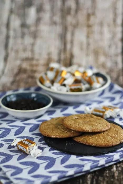 karamel schokoladen cookies rezept kekse selber machen. Black Bedroom Furniture Sets. Home Design Ideas