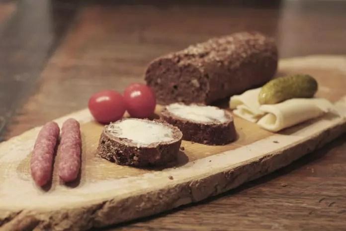 Glutenfreies Brot Rezept mit Walnüssen, Leinsamen und Traubenkernmehl
