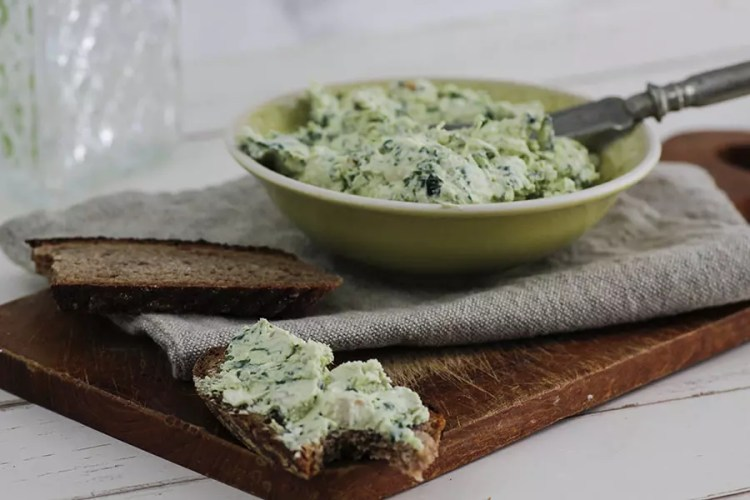 Bärlauch Frischkäse mit Feta und Walnüssen