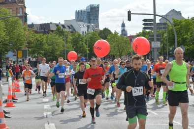 21 06 2015, 21.Hella Halbmarathon Hamburg, , Das Hauptfeld am Ende der Reeperbahn