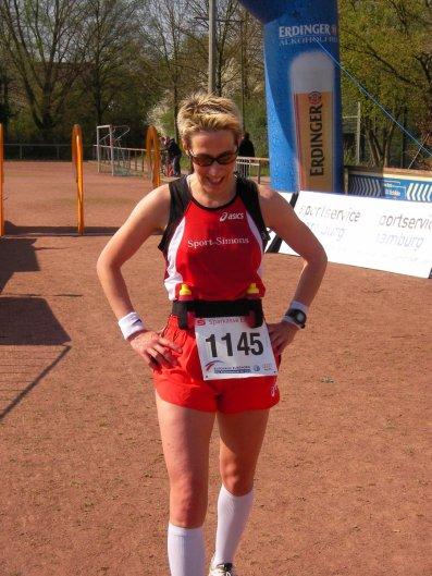 Gaby Heidemann Siegerin 20 km im Ziel 2