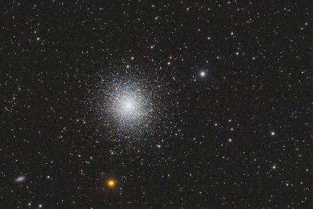 M13 – ein wunderschöner Kugelsterhaufen im Sternbild Herkules